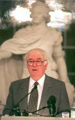 Seamus Heaney in 1995, the year he won the Nobel Prize literature © AFP PHOTO