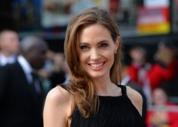 Jolie to direct Cambodia war film for Netflix