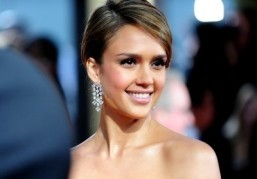 Jessica Alba to play TV actor in comedy 'The Wright Girls'