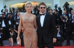 Kate Hudson and Matthew Bellamy star as FarmVille winemaking avatars