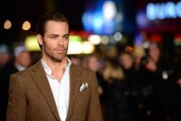 Chris Pine to star alongside Gal Gadot in 'Wonder Woman'