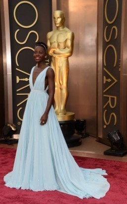 Stars shine on Oscars red carpet as sun comes out