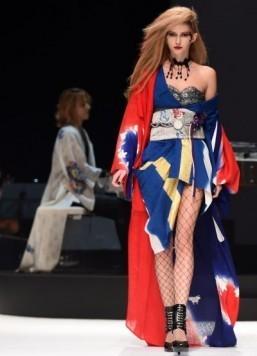 Kimonos get rock 'n' roll makeover at Japan fashion week