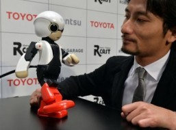 Japan robot says space mission 'big stride' for androids