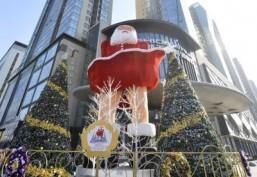 China gets into the Christmas spirit