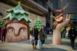 Battle of the Christmas decorations for Hong Kong malls