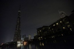 Global landmarks switch off the lights for Earth Hour 2014