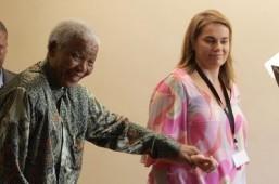 Mandela's former aide to publish memoirs
