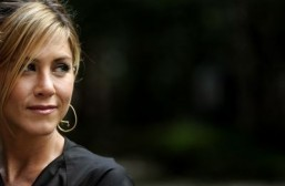 Jennifer Aniston in talks for 'Mean Moms'
