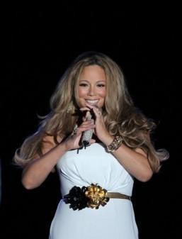 Mariah Carey writing children's Christmas story