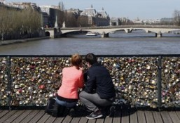 Paris installs glass panels in a test to end love locks