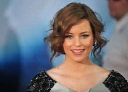 Elizabeth Banks to wed Brian Wilson on big screen