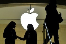 Apple feeds frenzy with selective silence