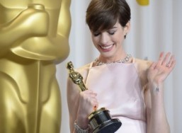 Anne Hathaway lined up to replace Reese Witherspoon in 'The Intern'
