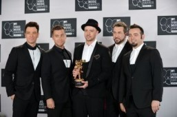 A reunited 'N Sync including Justin Timberlake (C), JC Chasez (L), Lance Bass (2nd L), Joey Fatone (2nd R), and Chris Kirkpatrick (R) at the MTV Video Music Awards August 25, 2013 at the Barclays Center in New York. ©AFP PHOTO/Stan HONDA