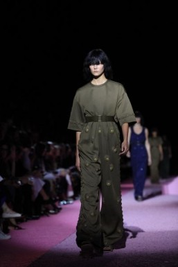A military-inspired look from the Marc Jacobs Spring-Summer 2015 collection. ©AFP PHOTO/Joshua Lott