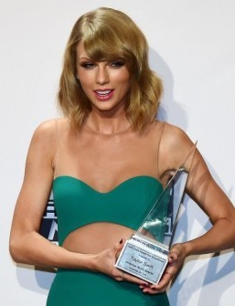 One Direction, Taylor Swift shine at American Music Awards