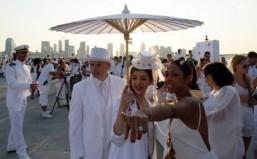 New York's fifth Diner en blanc draws 5,000 riverside