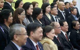 (ROME, Italy) President Benigno S. Aquino III shares the stage with the officials and members of the Philippine Embassy at the meeting with the Filipino community for a snap shot at the Leptis Magna Function Room of the Ergife Palace Hotel during his officiathc visit here on Thursday (December 03). (MNS photo)