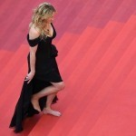 Julia Roberts hailed for 'unthinkable' barefoot walk in Cannes