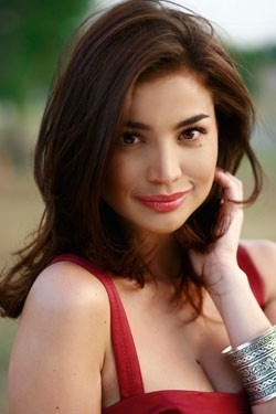 Anne Curtis sells clothes to help Yolanda victims