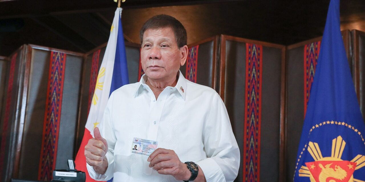 Duterte, other officials register for National ID System
