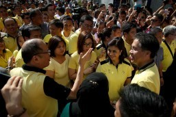 Roxas, Robredo file candidacies for president, VP