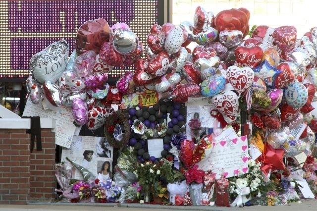 The world says goodbye to Whitney Houston