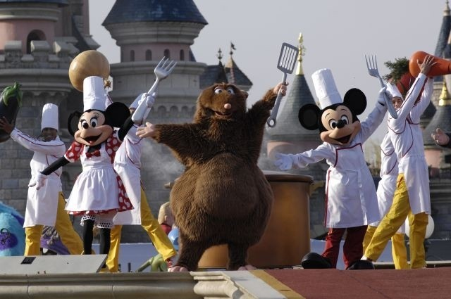 (March-May) Travel agenda: Looking inside the way we fly, and Disneyland Paris celebrates