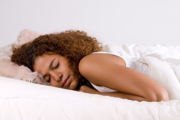 Avoid overeating by getting extra sleep