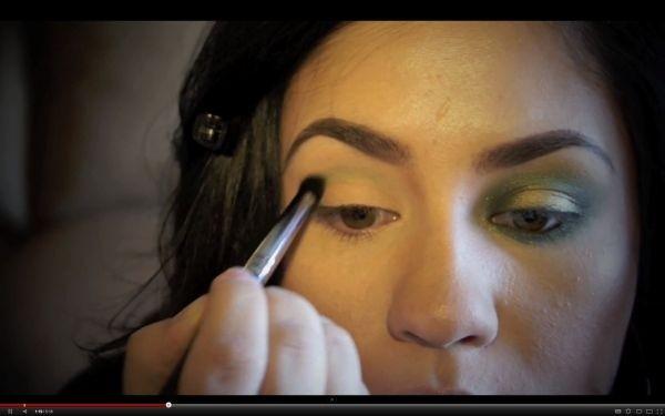 Saint Patrick's Day beauty tutorials: shamrock hair, clover nails and green lips
