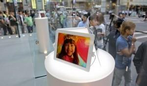 Apple still top global brand as value jumps: survey