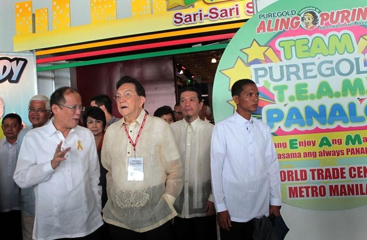 Aquino lauds sari-sari store owners