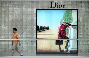 Chinese buying more luxury goods at home: survey