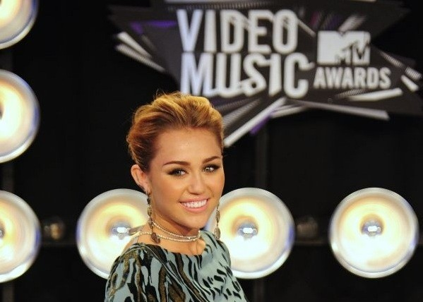 Two Pilates moves that gave Miley Cyrus her amazing abs