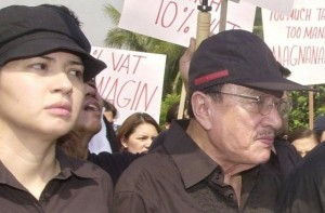 Philippines mourns 'King of Comedy' Dolphy