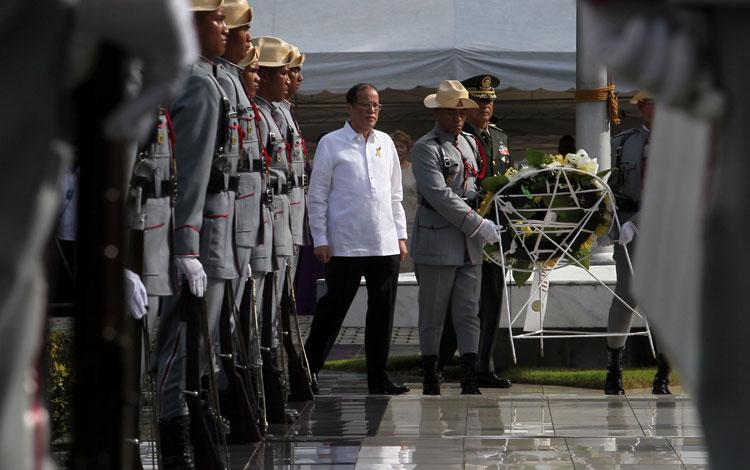 Aquino calls Robredo a 'bayani' in Heroes Day speech