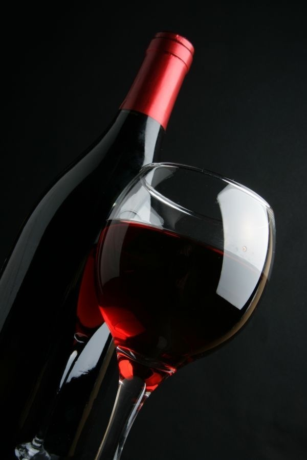 Women: a glass of wine could protect your bones