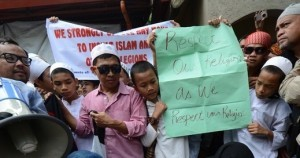 Filipino Muslims picket US embassy over film