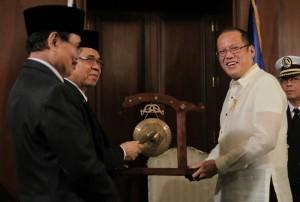 MILF chief in historic peace trip