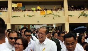 Aquino vows classroom shortage will be over next year