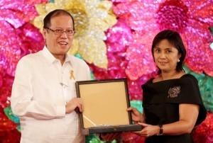 Robredo to receive highest PHL award 100 days after death