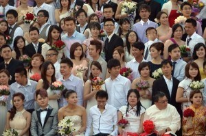 Asia marks lucky 12/12/12 with mass weddings