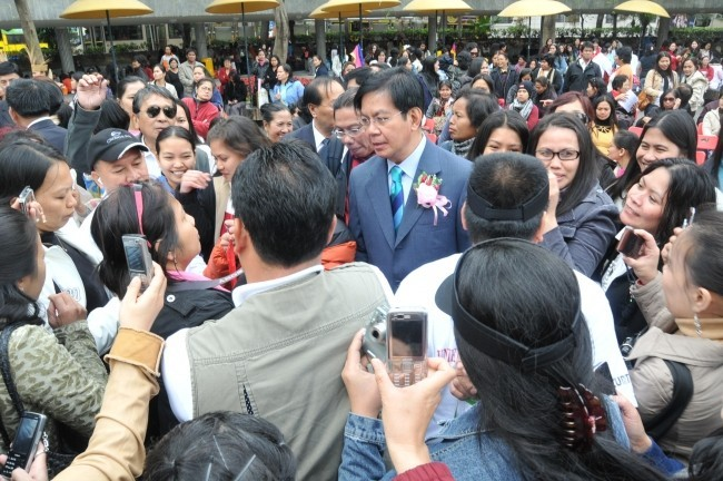 Pinoys, other migrant workers rally over HK working conditions