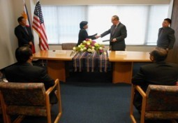 PHILIPPINE CONSULATE GENERAL SIGNS HEALTH SERVICE PARTNERSHIP WITH ST. VINCENT MEDICAL CENTER FOR THE FILIPINO COMMUNITY