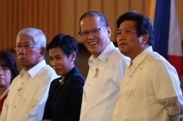Poe praises Aquino as 'sincere' but …