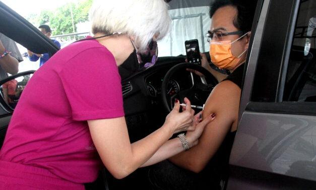 MANILA OPENS 1ST DRIVE-THRU VACCINATION SITE