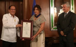 Aquino confers Order of Lakandula on U.N. Resident Coordinator Luiza Carvalho
