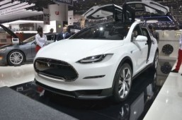 Tesla SUV launch pushed back to 2015