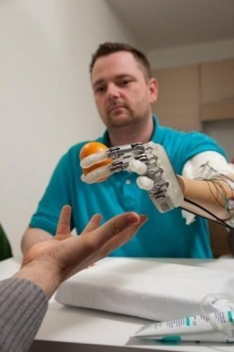 'Bionic hand' can now sense shape, texture